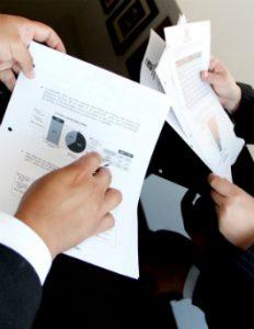 Zleceniodawca powienien przekazać agentowi wszystkie dokumenty i informacje niezbędne do wykonania umowy agencyjnej.