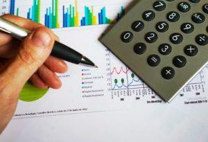 Agentowi w umowie agencyjnej nalezy się wynagrodzenie albo prowizja.