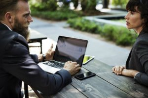 Srtronami umowy agencyjnej jest agent i zleceniodawca.