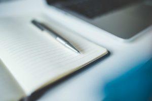 Umowa agencyjna zawarta na czas oznaczony powinna być wypowiedzina w formie pisemnej.